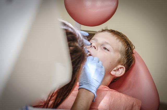 Dreng hos tandlægen